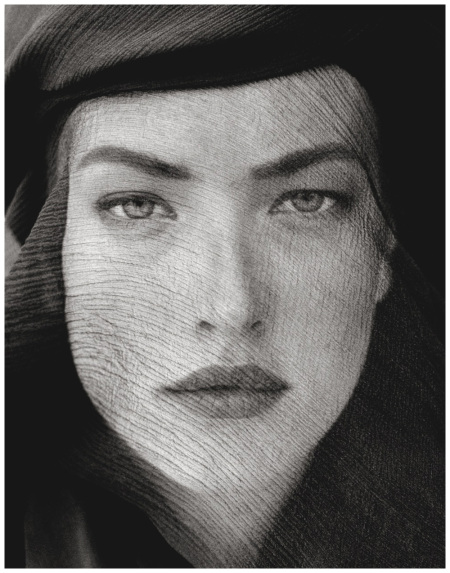 Tatjana Patitz  Veiled Head, Tight View Joshua Tree, 1988  Photo (с) Herb Ritts